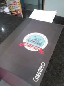 design-impresso-site-grafica-centro-rj-rio-de-janeiro-logotipo-papelaria-cardapio-frente-quadro-negro-blackboard-cafeteria-cafe